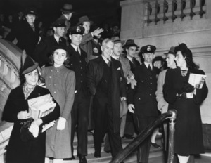 """Charlie Chaplin at world premiere of """"The Great Dictator"""" NY1940** I.V. - Image 0860_0713"""