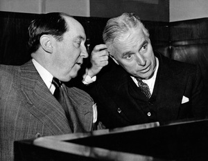 Charles Chaplin with his attorney Jerry Giesler circa 1940s ** I.V. - Image 0860_0725