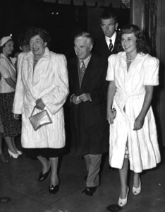 """Charles Chaplin, Constance Collier, Tim Durant and Paulette Goddard at preview of """"The Four Feathers"""" 1939** I.V. - Image 0860_0780"""