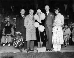 Sid Grauman, Charles Chaplin, Norma Talmadge, Conrad Nagel and Anna May Wong at the ground breaking for Grauman