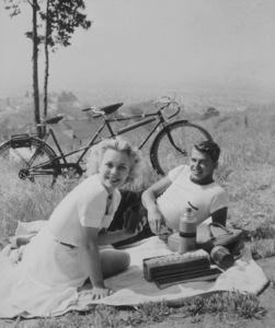 Ronald Reagan and wife Jane Wyman having a picnicC. 1940MPTV - Image 0871_0036