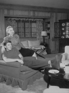 Ronald Reagan and first wife Jane Wyman at homeC. 1941MPTV - Image 0871_0246
