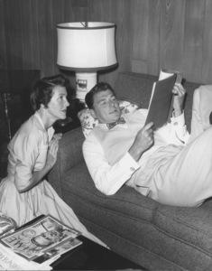 Ronald Reagan with wife Nancy Reagan at home1955 © 1978 Gabi RonaMPTV - Image 0871_0641