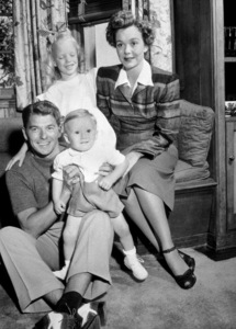 Ronald Reagan at home with first wife Jane Wymanand their two childrenC. 1946MPTV - Image 0871_1117