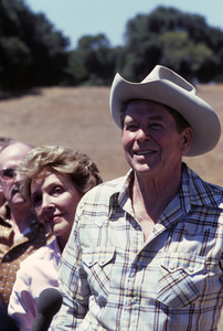 Ronald Reagan with wife, Nancy Reagan, and the press at Rancho del Cielo in Santa Ynez, CA1980© 1980 Gunther - Image 0871_1594