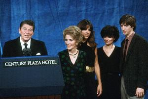 Ronald Reagan with Nancy, Patti and Ron Reagan Jr. at the Century Plaza HotelC. 1980 © 1980 GuntherMPTV - Image 0871_1643