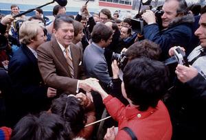 Ronald Reagan greeting a crowd and the pressC. 1980 © 1980 GuntherMPTV - Image 0871_1650