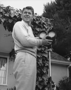 Ronald Reagan at homeJune 27, 1955 © 1978 Gabi RonaMPTV - Image 0871_1652
