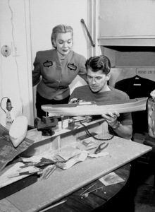 Ronald Reagan at home with first wifeJane WymanC. 1942MPTV - Image 0871_1729