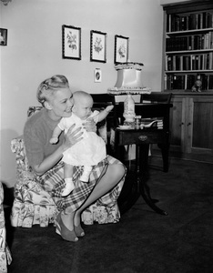 Jane Wyman at home with daughter Maureencirca 1942 - Image 0871_1801
