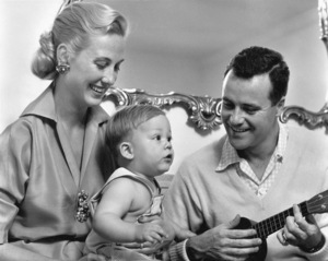 Jack Lemmon with wife Cynthia and son Chris at home, 1955. © 1978 Sid Avery - Image 0894_0215