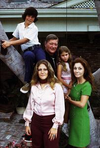 John, Ethan, Aissa, Marisa, and Pilar Wayne at home, 1972. © 1978 David Sutton - Image 0898_3071