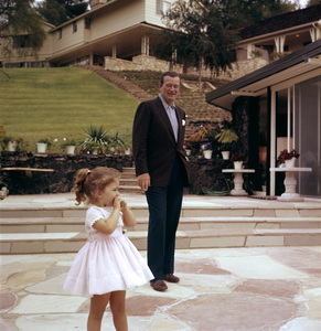 John Wayne and his daughter Aissa at home on Louise Street in Encino, California1958 © 1978 Bernie Abramson - Image 0898_3114