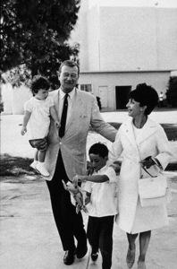 John, Marisa, Ethan, and Pilar Wayne circa 1966 © 1978 Gunther - Image 0898_3141