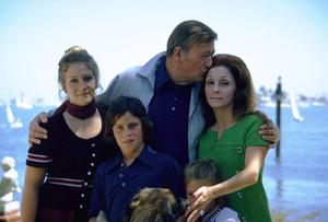 John, Aissa, Ethan, Marisa, and Pilar Wayne at home, 1972. © 1978 David Sutton - Image 0898_3229