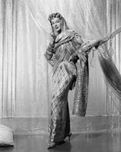 """""""Auntie Mame""""Rosalind Russell1958 Warner BrothersPhoto by Bert Six** I.V./M.T. - Image 0952_0891"""