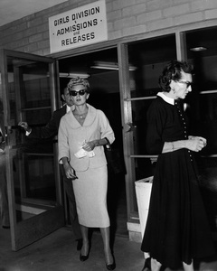 Lana Turner with her mother, Mildred, at the Johnny Stompanato murder trial1958** I.V. - Image 0954_0708