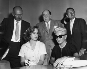 Lana Turner with her daughter Cheryl Crane and attorney Jerry Giesler at the Johnny Stompanato murder trial1958** I.V. - Image 0954_0715