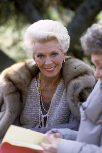 """Lana Turner and Jane Wyman during an episode of """"Falcon Crest""""1982© 1982 Gunther - Image 0954_0725"""