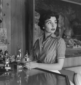 Jean Simmons at Home 4/14/1955 © 1978 Sid Avery - Image 0956_0055