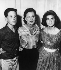 Hedy Lamarr with her two children Tony, 13, and Denise, 151960 - Image 0958_1002