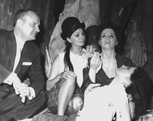 "Sophia Loren with her wax figure dedicatedfor her award winning role in ""Two Women,"" c. 1962. - Image 0959_0023"