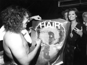 "Sophia Loren backstage at the""Hair""performance, 1970. - Image 0959_2105"