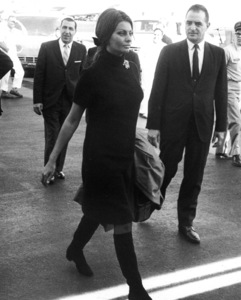 Sophia Loren arriving in New York for theNational Association of Theater OwnersConvention, 1966. - Image 0959_2110