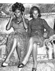 """Sophia Loren with mother duringthe premiere of """"C"""