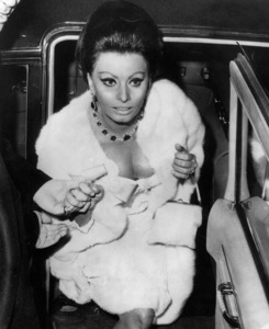 "Sophia Loren at the premiere of ""Doctor Zhivago"" 1965 - Image 0959_2116"
