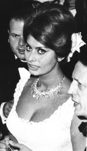 Sophia Loren arrivingat the Cannes Film Festival, 1961. - Image 0959_2128