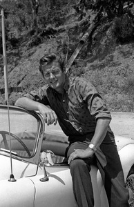 Roger Moore and his Jaguar XK 150 1960 © 1978 David Sutton - Image 0963_0055