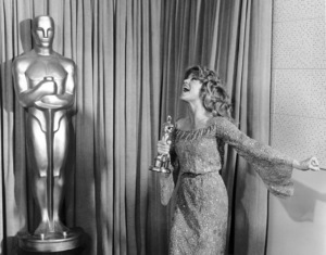 """Jane Fonda with her Oscar for """"Coming Home"""" at """"The 51st Annual Academy Awards""""** I.V. - Image 0968_1201"""