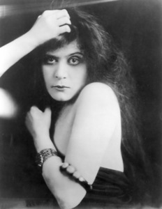 """Theda Bara in""""Fool There Was, A""""1915 Fox - Image 0989_0030"""
