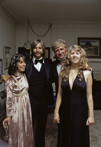 Lloyd Bridges with his daughter Cindy, son Beau and daughter-in-law Julie1972 © 1978 Gene Trindl - Image 0999_0030