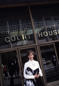 Carol Burnett at the County of Los Angeles Court House1981 © 1981 Gunther - Image 1000_0164