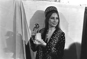 """The Golden Globe Awards""Barbra Streisand1971 © 1978 Bud Gray  - Image 10097_0001"