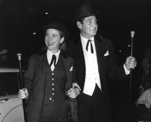 "Gene Barry with his wife Betty Claire at ""The Alamo"" premiere1960Photo by Joe Shere - Image 10148_0002"