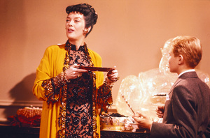 """Auntie Mame""Rosalind Russell, Jan Handzlik1958 Warner**I.V. - Image 10443_0017"
