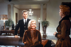 """""""Auntie Mame""""Roger Smith, Coral Browne, Rosalind Russell1958 Warner**I.V. - Image 10443_0019"""