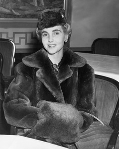 Woolworth heiress and former wife of Cary Grant BARBARA HUTTON arrives in NY 1937, I.V. - Image 10515_0002