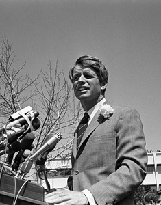 Robert F. Kennedy at San Fernando Valley State College (now known as California State University, Northridge)1968Photo by Ernest Reshovsky © 1978 Marc Reshovsky - Image 10538_0006