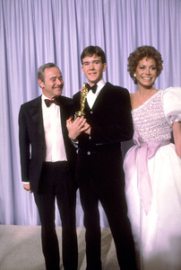 """""""Academy Awards: 53rd Annual."""" Jack Lemmon, Timothy Hutton (Best Supporting Actor), Mary Tyler Moore. 1981. © 1981 Gunther - Image 10548_0018"""