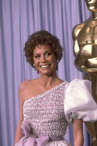 """""""Academy Awards: 53rd Annual,"""" Mary Tyler Moore. 1981. © 1981 Gunther - Image 10548_0026"""