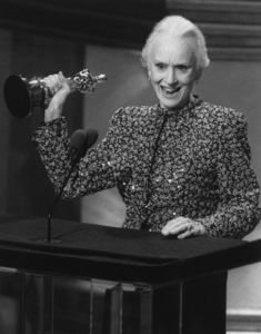 """Academy Awards: 62nd Annual""Jessica Tandy1990**I.V. - Image 10550_0007"