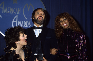 Donna Summer with Sheena Easton and Glen Campbell1982© 1982 Gary Lewis - Image 10557_0050