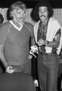 Kenny Rogers and Lionel Richie recording at Lions Share Recording Studios in Los Angeles1980© 1980 Bobby Holland - Image 10575_0044