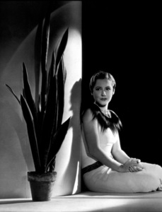 Mae Clark c. 1932 Photo by George Hurrell - Image 10611_0001
