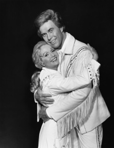 """Civic Light Opera: Annie Get Your Gun""Debbie Reynolds, Harve Presnell1977© 1978 Eric Skipsey - Image 10631_0010"
