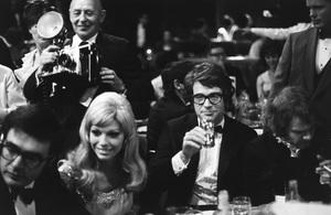 """Golden Globe Awards"" Nancy Sinatra, Warren Beatty, Michael J. Pollard 1968 © 1978 Gunther - Image 10636_0004"